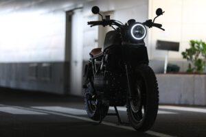 Aloittelijakin pärjää moottoripyöräkaupoilla asiantuntijan vinkeillä