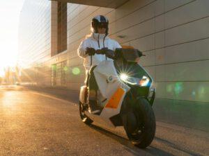 BMW esittelee Definition CE 4 -konseptisähköskootterin